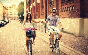 Картинка девушка, радость, цветы, город, улыбка, фон, widescreen, обои, улица, корзина, настроения, позитив, шляпа, очки, шляпки, …