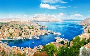 Картинка лето, горы, здания, дома, лодки, Греция, причал, крыши, панорама, summer, катера, набережная, mountains, Greece, Panorama, …