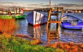 Картинка небо, трава, вода, облака, берег, лодка, дома, причал, Дания, hemmet