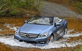 Обои вода, mercedes e550, мерседесы, машины, река, лес, брызги