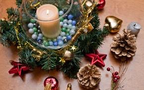 Картинка праздник, игрушки, новогодний венок, ногодние украшения, шишки, дерево, елка, свеча, Новый год, яблоки, звезды