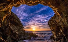 Картинка Малибу, лучи, берег, арка, море, скалы, Malibu, облака, солнце, небо, горизонт, закат, камни, США