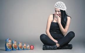 Картинка девушка, яблоко, смех, матрёшки