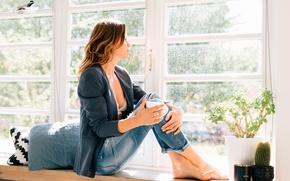 Картинка девушка, лицо, джинсы, окно, подоконник, сидит, Roos