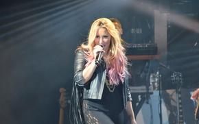 Картинка микрофон, певица, Demi Lovato, Hot Chelle Rae