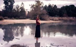 Картинка девушка, в воде, босая