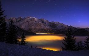 Картинка зима, лес, облака, горы, ночь, огни, высота, ущелье