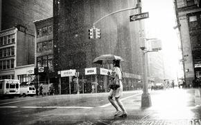 Обои девушка, city, город, одиночество, дождь, пасмурно, женщина, черно-белое, girl, погода, мегаполис, rain, woman, black-and-white, loneliness, ...