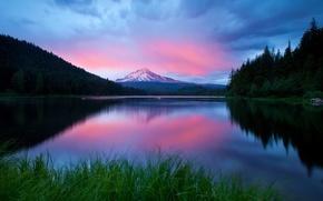 Обои озеро, вечер, горы, небо, трава, лес