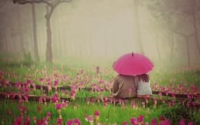 Картинка зелень, трава, девушка, любовь, цветы, природа, зонтик, фон, розовый, widescreen, обои, романтика, растительность, настроения, женщина, ...