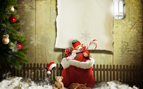 Картинка снег, забор, фонарь, подарки, ёлка, мешок, ёлочные украшения, плюшевый мишка