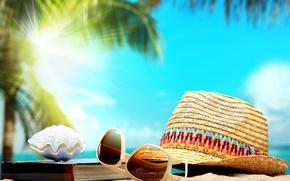 Обои песок, пальма, шляпа, ракушка, очки, книга