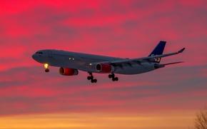 Картинка небо, облака, самолет, зарево, лайнер