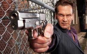 Обои Зверь, Patrick Swayze, Патрик Суэйзи, The Beast, оружие, пистолет