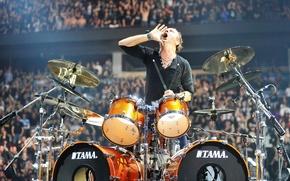 Картинка концерт, барабаны, крик, Metallica, стадион, фанаты, зов, ударная установка, Lars Ulrich, Ларс Ульрих, Drums, Tama