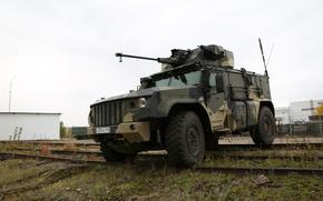 Картинка КамАЗ-4386, «Тайфун-ВДВ», с боевым необитаемым модуле, 30-мм пушкой, пулемет калибра 7, 62 мм.