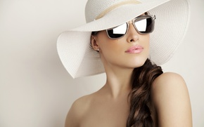 Картинка крупный план, фон, шляпа, макияж, брюнетка, очки, симпатичная