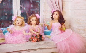 Картинка дети, девочки, нежность, розы, окно, мыльные пузыри, bubbles, прелесть, красотки, girls, beauty, window, принцессы, roses, ...