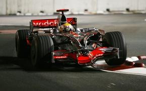 Картинка ночь, трасса, 2008, формула 1, пилот, formula 1, гонщик, сингапур, formula one, mclaren, льюис хэмильтон, …