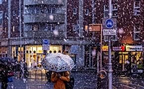 Обои umbrella, people, snowing