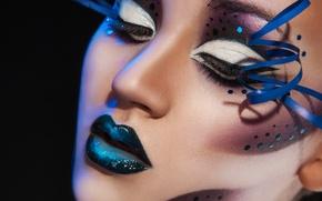 Картинка девушка, лицо, ресницы, стиль, стрелки, макияж, губы, черный фон, крупным планом