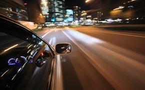 Картинка дорога, макро, огни, отражение, движение, города, разметка, скорость, панель, выдержка, размытость, приборы, руль, автомобиль, салон, …