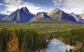 Картинка дорога, осень, лес, небо, облака, деревья, горы, река, Канада, Альберта, banff national park