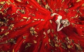 Обои листья, девушка, лицо, красное, платье, лежит