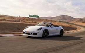 Картинка авто, белый, скорость, 911, Porsche, спорткар, кабриолет, порше, Cabriolet, Carrera 4 GTS