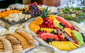 Обои ягоды, малина, арбуз, сыр, киви, клубника, виноград, фрукты, манго, ананас, ежевика, салат, ассорти, галеты