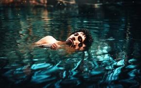 Картинка парень, в воде, кучерявый