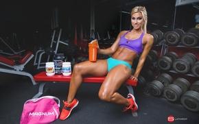 Обои fitness, pose, martin coryn, energy drinks, woman