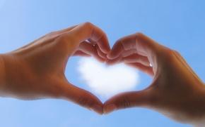 Картинка небо, сердце, руки