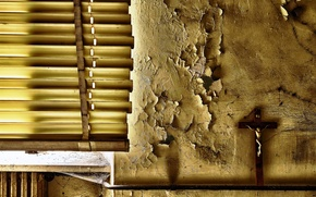 Обои распятие, окно, стена