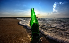 Картинка пляж, небо, облака, бутылка, пиво, тени, восход солнца