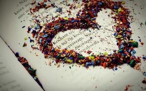 Обои макро, лист, разноцветные, сердце, бумага, надпись, чувство, любовь, книга, карандаши, текст, love, стружка, строчка
