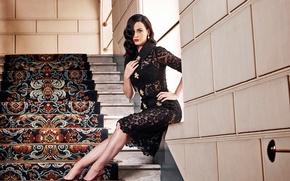 Картинка ковер, модель, платье, брюнетка, прическа, фотограф, лестница, Кэти Перри, Katy Perry, ступеньки, певица, журнал, фотосессия, …
