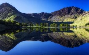 Обои отражение, горы, Англия, берег, деревья, озеро, вода, домик, Buttermere lake