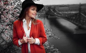 Картинка девушка, цветы, город, улыбка, шляпа, фотограф, пальто, Будапешт, Ivan Gorokhov