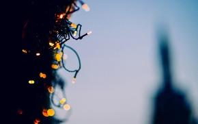Картинка фон, дерево, обои, елка, новый год, размытие, огоньки, wallpaper, украшение, гирлянда, широкоформатные, background, праздники, боке, …