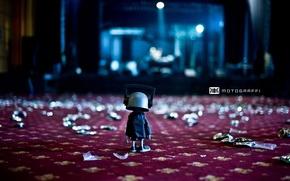 Картинка сцена, кукла, наушники, Motograffi Photography, сор, опоздавший