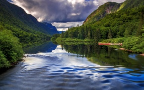 Картинка лес, облака, деревья, горы, река, лодки, Канада, Quebec