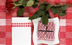 Картинка праздник, подарок, роза, тарелка, конфеты, сердечки, скатерть, глазурь
