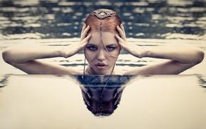 Картинка взгляд, вода, девушка, лицо, стиль, руки, украшение