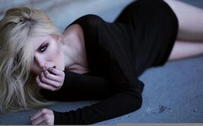 Картинка девушка, девушки, модель, лежит, girl, красотка, lingerie, girls, model, women, models, blonde, body, babe, blondes, …
