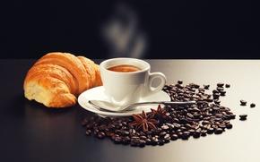 Обои круассан, стол, зёрна, кофе, пена, блюдце, бадьян, дымок, каппучино, корица, ложечка