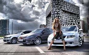 Картинка дорога, небо, девушка, Девушки, очки, Mercedes, Honda, автомобили