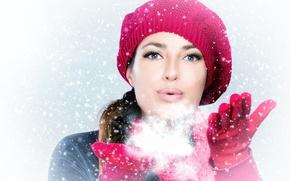 Картинка зима, девушка, снег, лицо, праздник, шапка, новый год, рука, перчатки, new year, Christmas