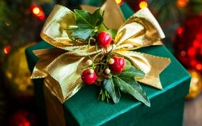 Картинка листья, ягоды, коробка, подарок, Новый Год, Рождество, лента, бант, Christmas, зеленая, праздники, New Year, золотая, …