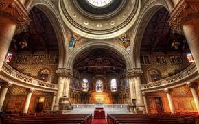 Картинка красота, церковь, колонны, купол, скамейки, иконы